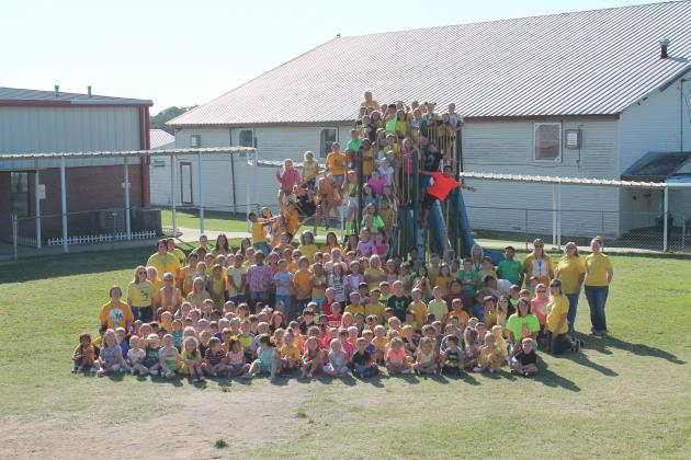 Students of Miller Grove Elementary, dressed in yellow to honor Shyan Harris, gather on the playground. Staff photo by Taylor Nye